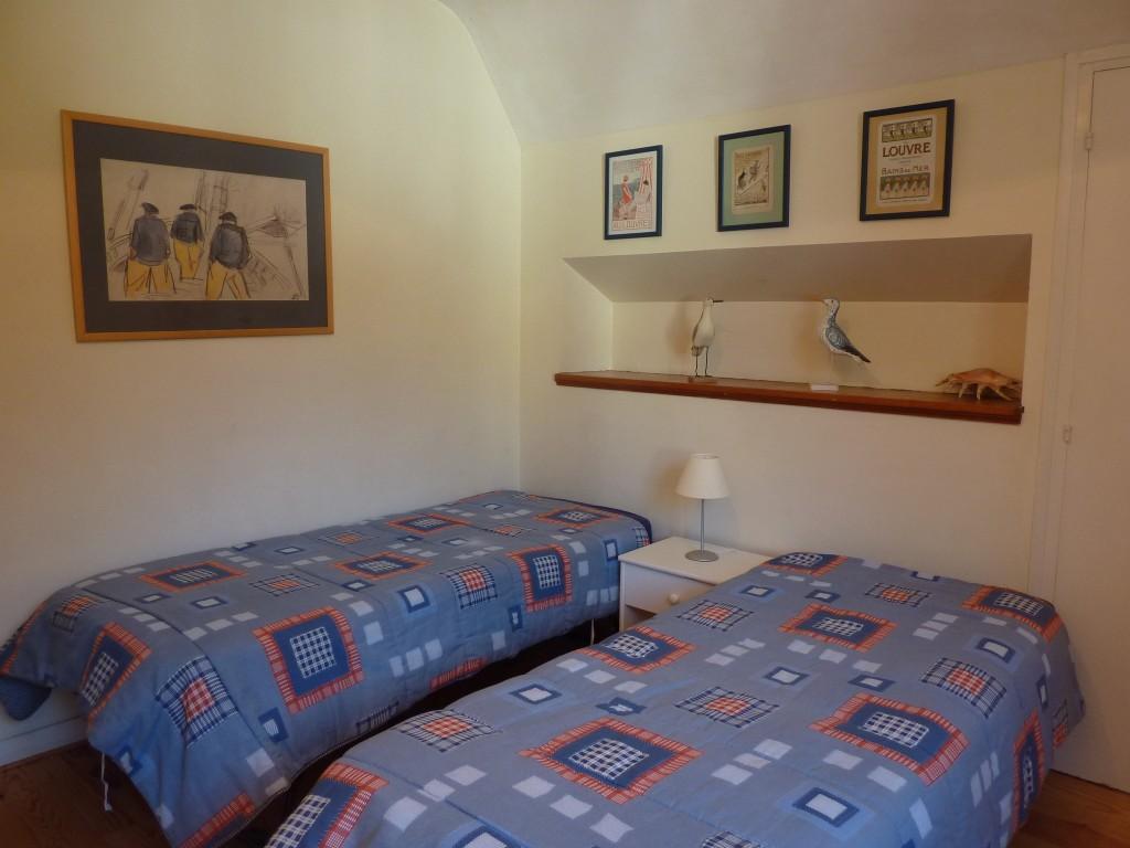Chambre 4 - au 1er - expo ouest, vue sur les bois - deux lits jumeaux de 80 x 200, pouvant être réunis pour faire lit double